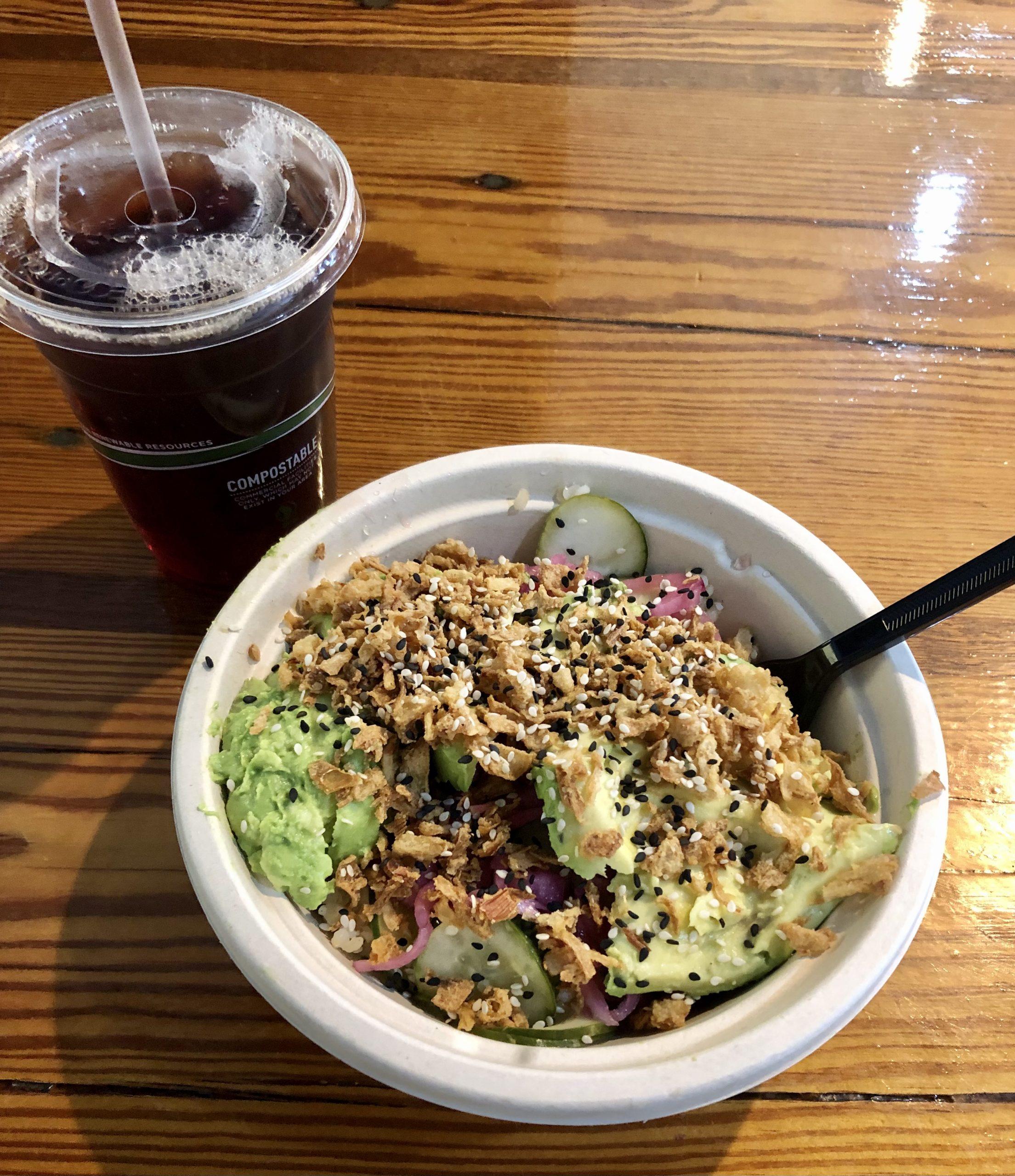 Comida vegana en el cuenco de haya de Charleston