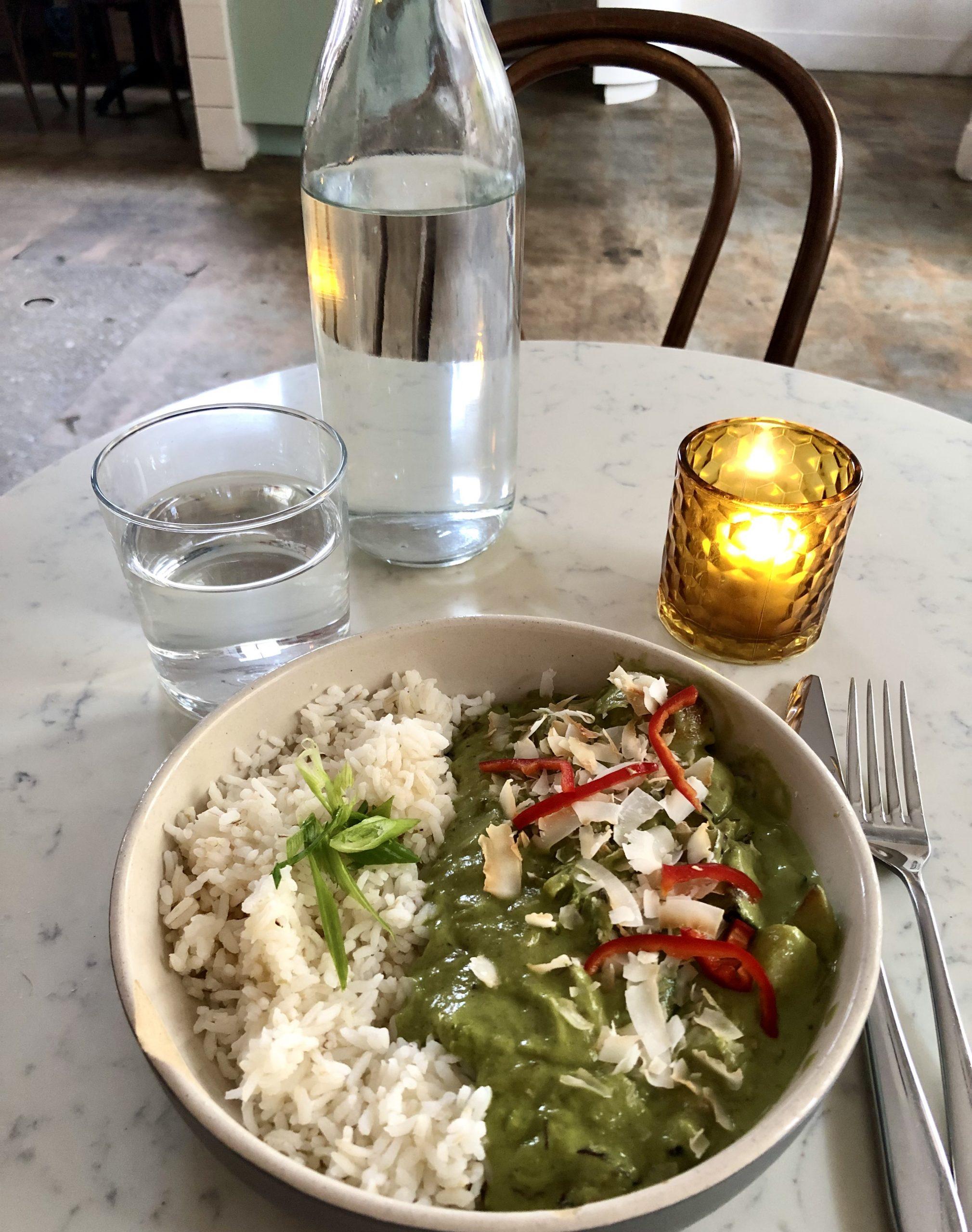 Vegan Come en la cocina básica de Charleston